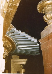 EVORA CATHEDRAL - ALTAR ORGAN - DETAIL OF THE HORIZONTAL TRUMPET - BERTOLOZZI 1985 TOUR