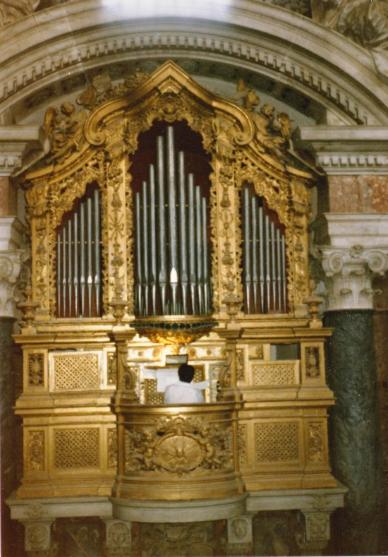 EVORA CATHEDRAL - ALTAR ORGAN WITH BERTOLOZZI, 1985 TOUR