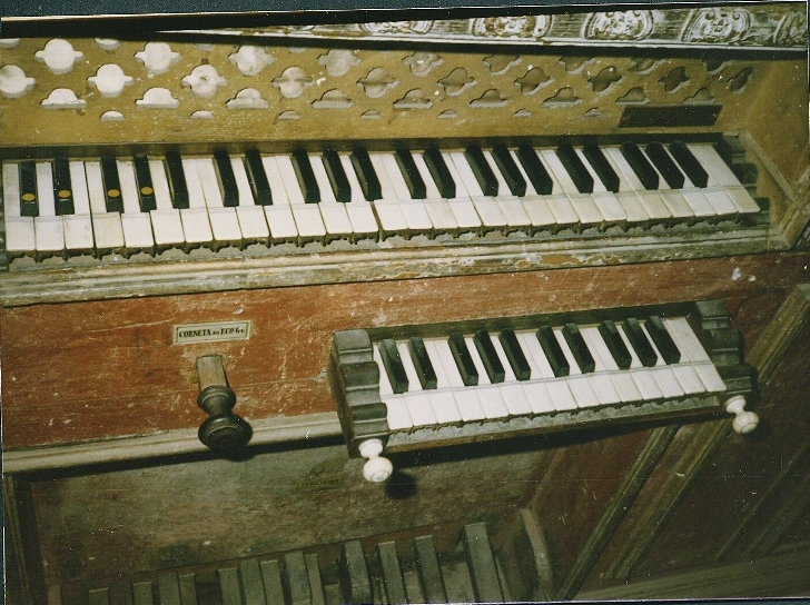 EVORA CATHEDRAL - ALTAR ORGAN KEYBOARDS, 1985 TOUR