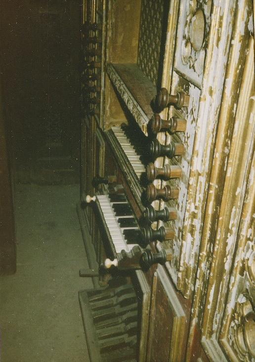 EVORA CATHEDRAL - ALTAR ORGAN, SIDE VIEW, 1985 TOUR